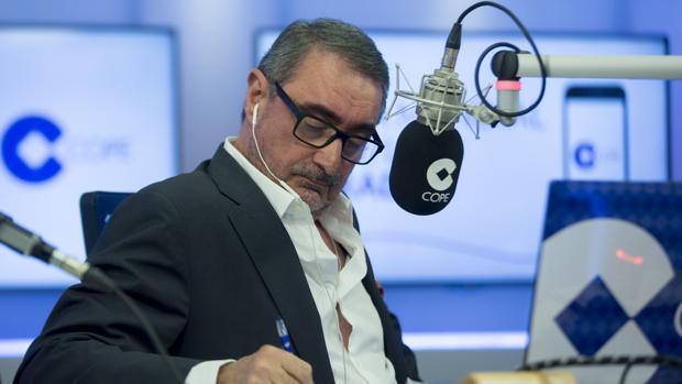 El periodista Carlos Herrera, durante su programa