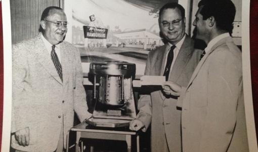 Los verdaderos hermanos McDonald y «el fundador» Ray Kroc