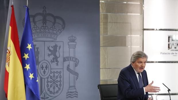 El portavoz del Gobierno y ministro de Educación, Cultura y Deporte, Íñigo Méndez de Vigo, durante la rueda de prensa posterior a la reunión del Consejo de Ministros
