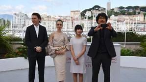 Parte del equipo de «Okja», una de las dos películas que Netflix presenta en Cannes