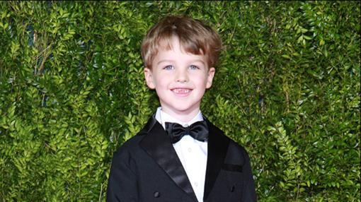 Ian Armitage, protagonista de Young Sheldon