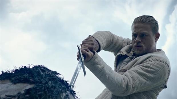 Charlie Hunnam protagoniza «El Rey Arturo: La leyenda de Excálibur», de Guy Ritchie