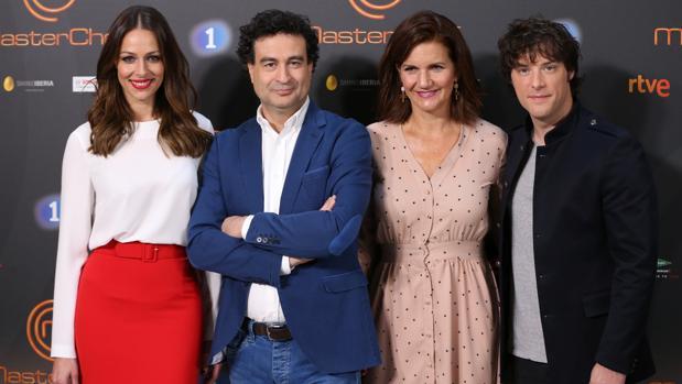 Eva González, Pepe Rodríguez, Samantha Vallejo-Nágera y Jordi Cruz, presentadora y jueces de «Masterchef»