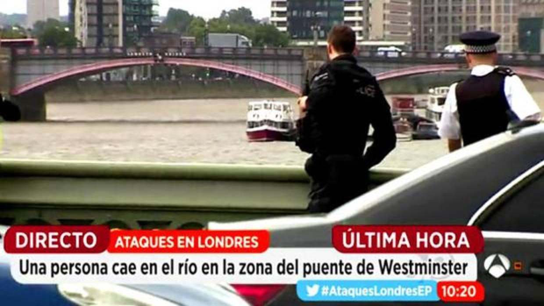 Una persona cae al t mesis durante la conexi n en directo for Antena 3 espejo publico hoy
