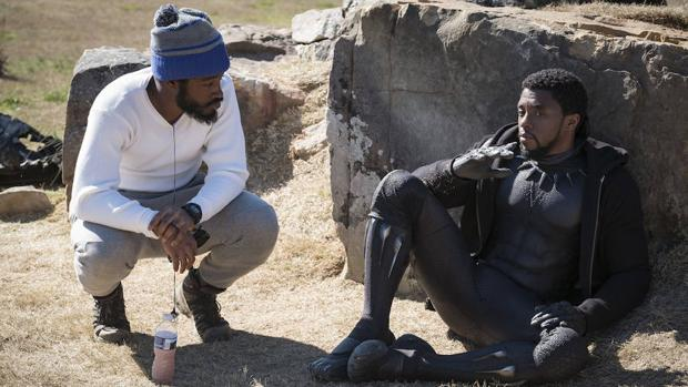 Ryan Coogler, director de «Black Panther», en el set de rodaje con el protagonista, Chadwick Boseman