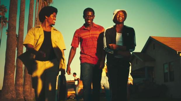 Franklin, uno de los protagonistas de «Snowfall» (en el medio), junto a sus amigos en la serie