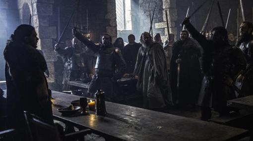 Los nobles norteños proclaman a Jon Nieve Rey en el Norte