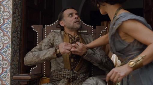 El Príncipe Doran es asesinado durante el golpe al trono de Dorne ejecutada por las Serpientes de Arena y su madre