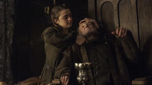 Arya acuchilla a Walder Frey, al final de la pasada temporada