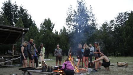 Los concursantes en el campamento
