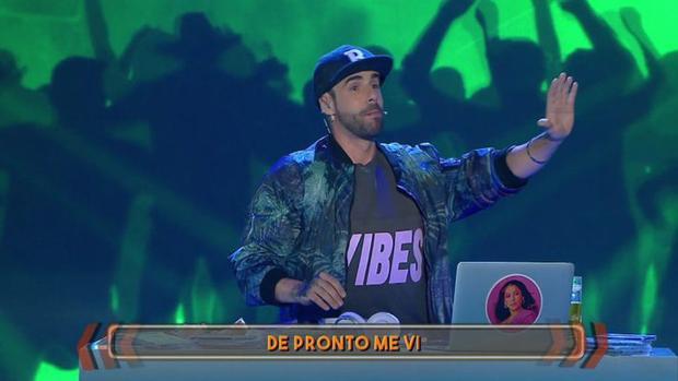 David Carrillo durante su parodia en el programa «Me lo dices o me lo cantas»