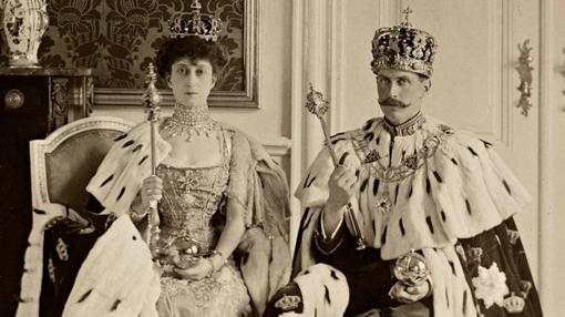 Haakon VII, junto a la Reina Maud