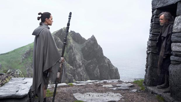 Rey, frente a Luke Skywalker