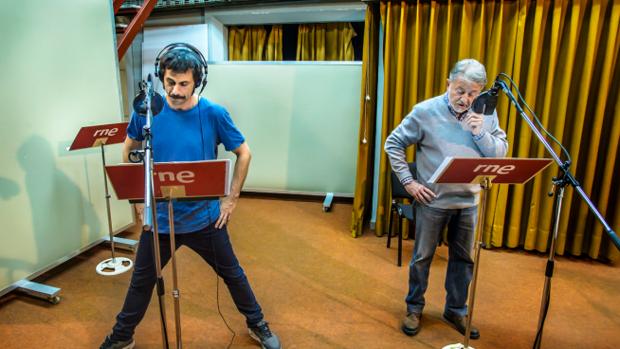 Huego Silva (izqda.) y Jaime Blanch, durante la grabación de «Una llamada a tiempo»