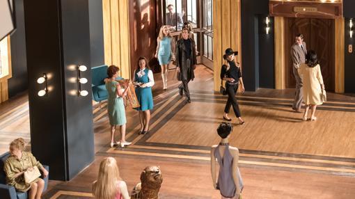 Patricia Conde como Brigitte Bardot llegando a las galerías