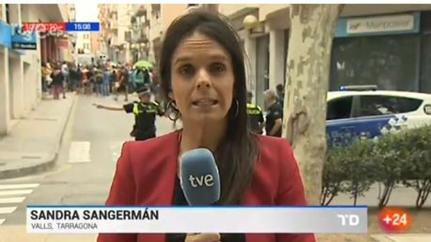 Gran tensión en un directo de TVE sobre los registros en Cataluña: «Están agrediendo a nuestro reportero»