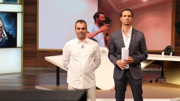 Javier Cárdenas (derecha) junto al invitado del programa de este jueves, Patricio Carrasco