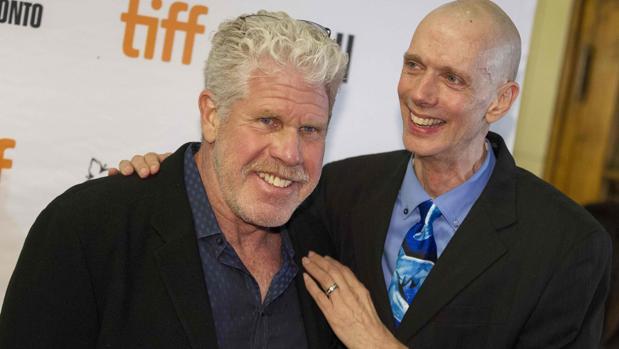 Ron Perlman y el actor Doug Jones, durante la presentación en Toronto de su último filme