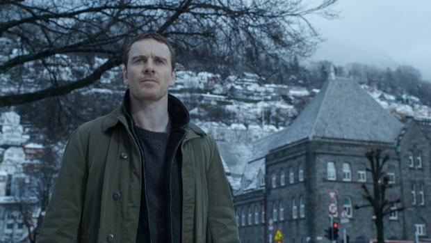 Michael Fassbender, en una escena de El muñeco de nieve