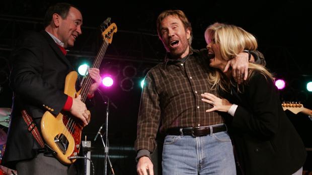Chuck y Gena Norris, en una imagen de ambos en 2008