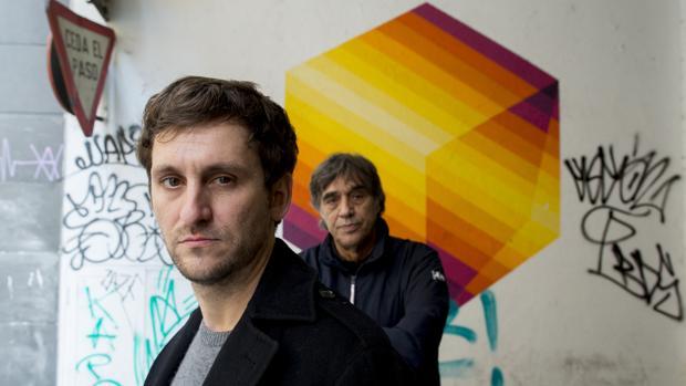 Raúl Arévalo, con Agustín Díaz Yanes al fondo, posan para ABC antes de la entrevista