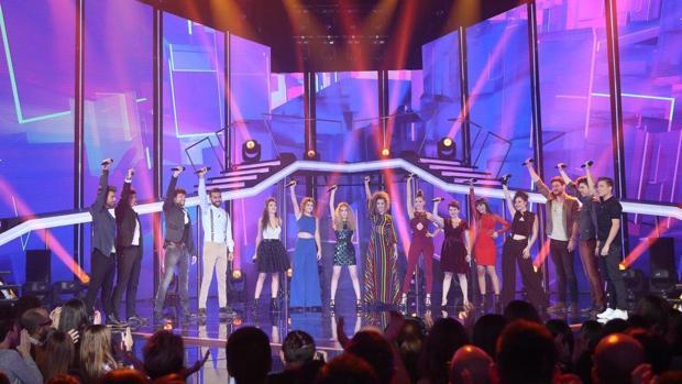 Los quince concursantes abrieron la tercera gala de Operación Triunfo con una interpretación de I'm still living