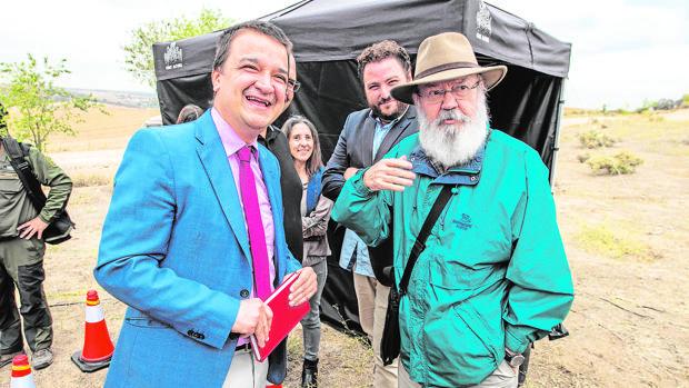 José Luis Cuerda durante el rodaje de «Tiempo después»