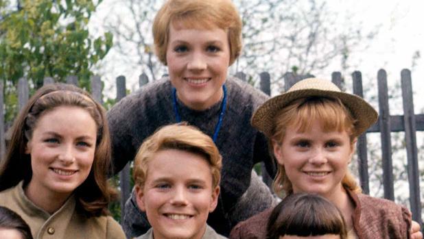 Heather Menzies-Urich, es la muchacha de la derecha, en esta foto con July Andrews y parte de la familia Trapp