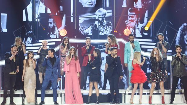 Los concursantes de Operación Triunfo 2017 en la gala de Navidad interpretan el tema Camina