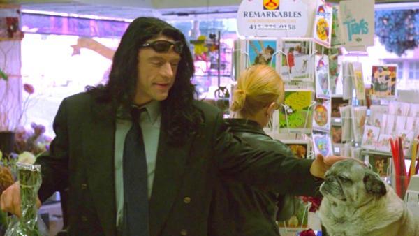 El verdadero Tommy Wiseau en una escena de «The Room»