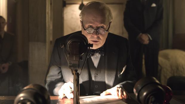 Gary Oldman da vida al Churchill más convincente de la Historia del cine