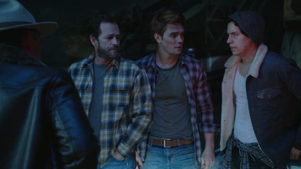 Luke Perry, K.J. Apa y Cole Sprouse protagonizan «Riverdale»