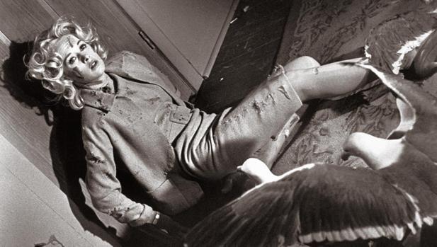Tippi Hedren en la película «Los pájaros», de Alfred Hitchcock