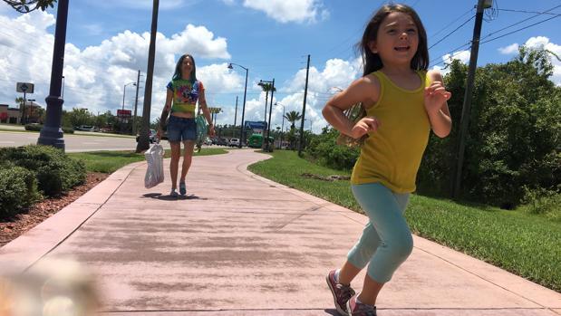 Escena de «The Florida Project», con la niña protagonista