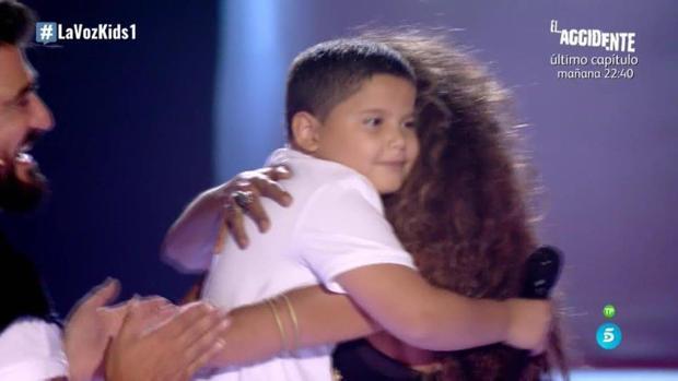 El pequeño Steven se ganó el corazón de Rosario