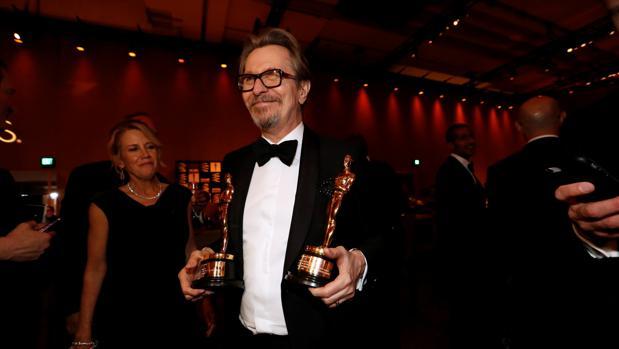 Gary Oldman gana el Oscar a mejor actor por interpretar a Churchill en «El instante más oscuro»