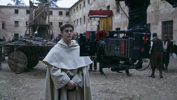 Patrick Criado da vida a Fray Luis de León