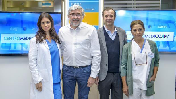 Elena Furiase (i), junto a Lolita (d), López-Puig (TVE) y José Velasco (Zebra)