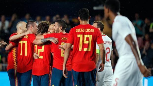Los futbolistas de la selección española celebran el tanto de Odriozola ante Suiza antes del Mundial de Rusia