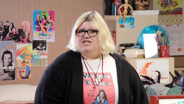 Esty Quesada, más conocida como «Soy una Pringada» es la directora y guionista de «Looser»