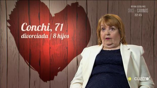 Conchi se presentó en «First Dates» diciendo que se ganaba «un dinero extra echando las cartas»