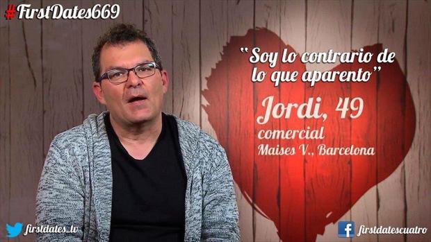 Jordi llegó al plató de «First Dates» con un lazo amarillo en apoyo a los presos independentistas