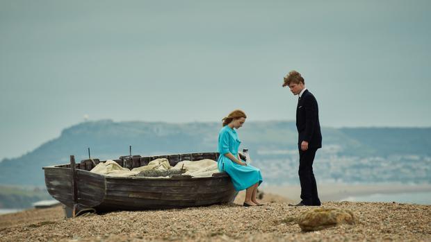 Saoirse Ronan y Billy Howle, en la película «En la playa de Chesil»