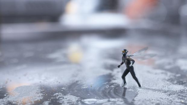 Escena microscópica de Ant-Man y la Avispa