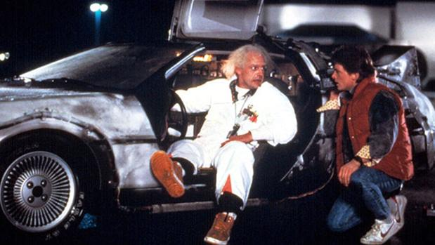 Marty McFly ( Michael J. Fox) y Doc (Christopher Lloyd) en Regreso al futuro