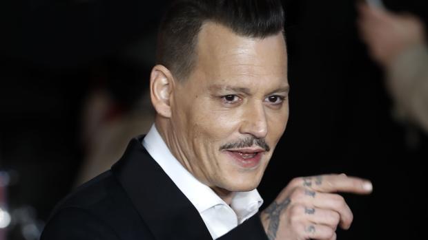 Johnny Depp, borracho en los Hollywood Awards Jhnny-depp-kKfD--620x349@abc