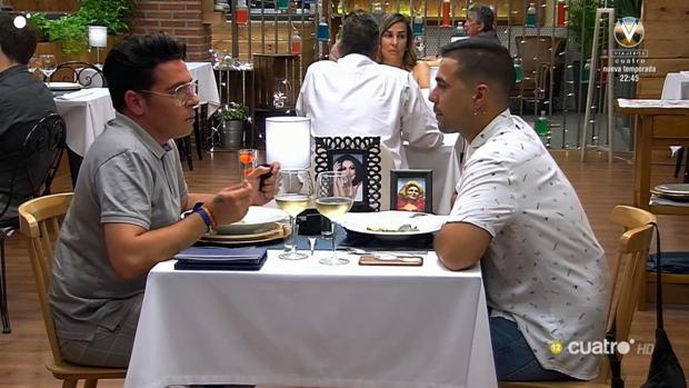 José Antonio e Iván durante su cita en el restaurante de «First Dates»