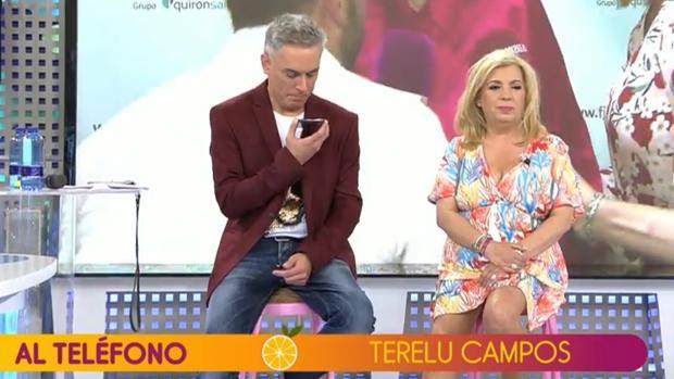 Kiko Hernández y Carmen Borrego escuchando a Terelu Campos en «Sálvame»