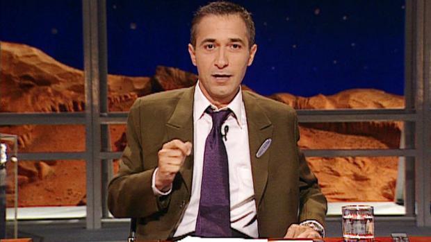 Javier Sardrá presetando «Crónicas marcianas»
