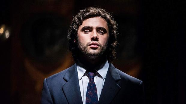 Toby Sebastian interpreta a Andrea Bocelli